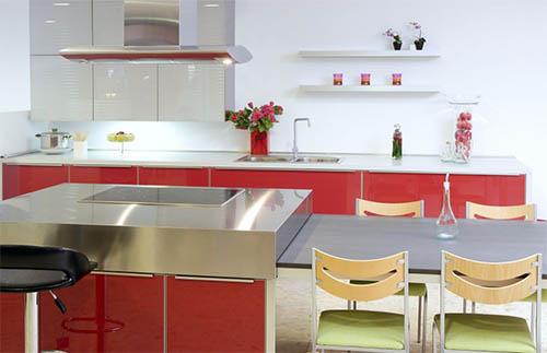 Красная кухня: все еще в моде