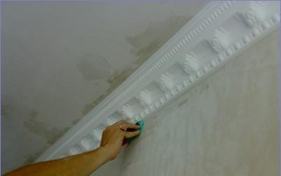Покраска потолочного плинтуса из пенопласта: пошаговая инструкция